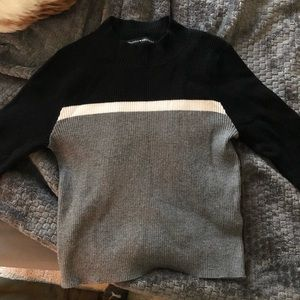 Long sleeved cropped sweater